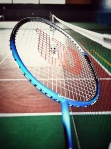 Wo kaufe ich einen Badmintonschläger?